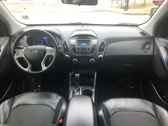 2014 Hyundai Tucson GLS AWD (KM8JUCAGXEU) with an 2.4L L4 DOHC 16V engine, 6-Speed Automatic transmission, located at 4247 Buford Drive NE, Buford, GA, 30518, (678) 450-1000, 34.086857, -83.993004 - Photo #10