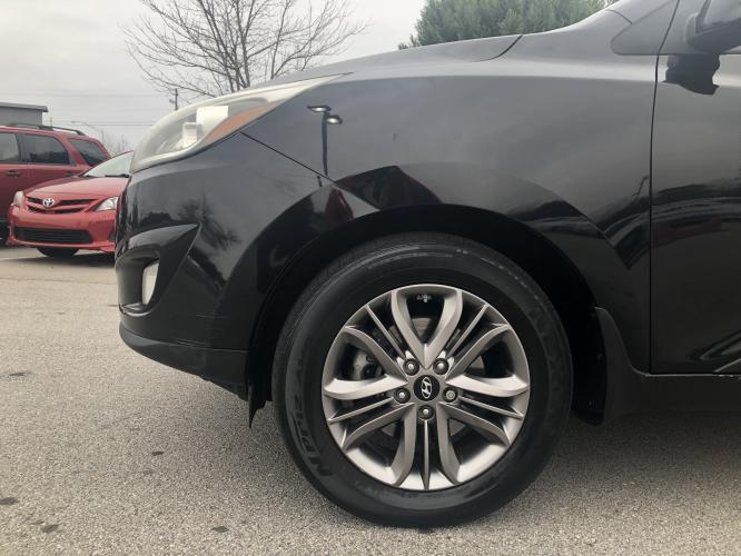 2014 Hyundai Tucson GLS AWD (KM8JUCAGXEU) with an 2.4L L4 DOHC 16V engine, 6-Speed Automatic transmission, located at 4247 Buford Drive NE, Buford, GA, 30518, (678) 450-1000, 34.086857, -83.993004 - Photo #8