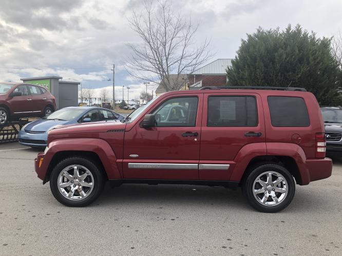 2012 Jeep Liberty Sport 4WD (1C4PJMAK9CW) with an 3.7L V6 SOHC 12V engine, 4-Speed Automatic transmission, located at 4247 Buford Drive NE, Buford, GA, 30518, (678) 450-1000, 34.086857, -83.993004 - Photo #3