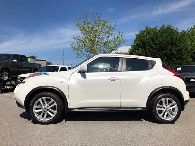 2013 Nissan Juke S FWD (JN8AF5MR1DT) with an 1.6L L4 DOHC 16V engine, Continuously Variable Transmission transmission, located at 4247 Buford Drive NE, Buford, GA, 30518, (678) 450-1000, 34.086857, -83.993004 - Photo #2