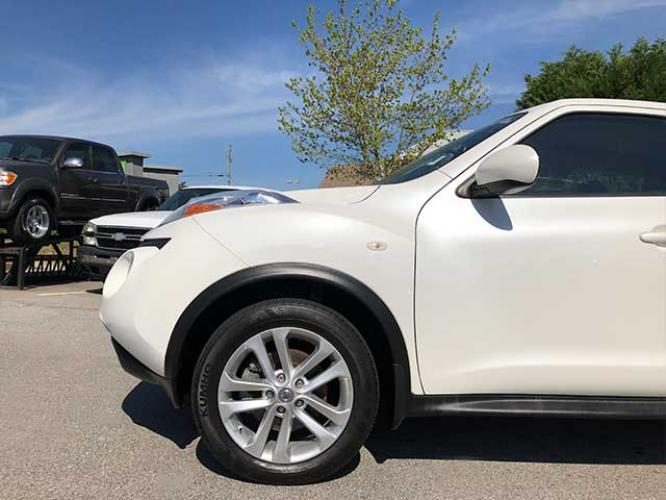 2013 Nissan Juke S FWD (JN8AF5MR1DT) with an 1.6L L4 DOHC 16V engine, Continuously Variable Transmission transmission, located at 4247 Buford Drive NE, Buford, GA, 30518, (678) 450-1000, 34.086857, -83.993004 - Photo #3