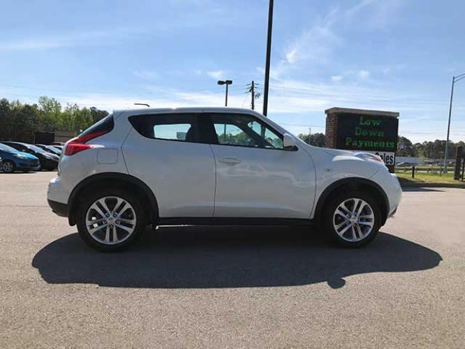 2013 Nissan Juke S FWD (JN8AF5MR1DT) with an 1.6L L4 DOHC 16V engine, Continuously Variable Transmission transmission, located at 4247 Buford Drive NE, Buford, GA, 30518, (678) 450-1000, 34.086857, -83.993004 - Photo #5