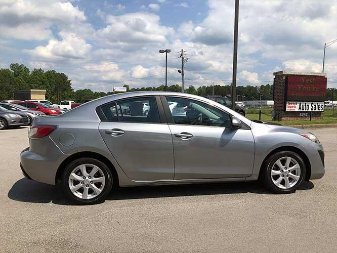 2011 Mazda MAZDA3 i Touring 4-Door (JM1BL1VF3B1) with an 2.0L L4 DOHC 16V engine, located at 4247 Buford Drive NE, Buford, GA, 30518, (678) 450-1000, 34.086857, -83.993004 - Photo #4