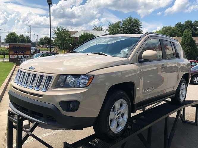 2017 Jeep Compass Latitude FWD (1C4NJCEB9HD) with an 2.4L L4 DOHC 16V engine, CVT transmission, located at 4247 Buford Drive NE, Buford, GA, 30518, (678) 450-1000, 34.086857, -83.993004 - Photo #2