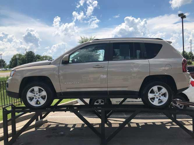 2017 Jeep Compass Latitude FWD (1C4NJCEB9HD) with an 2.4L L4 DOHC 16V engine, CVT transmission, located at 4247 Buford Drive NE, Buford, GA, 30518, (678) 450-1000, 34.086857, -83.993004 - Photo #3