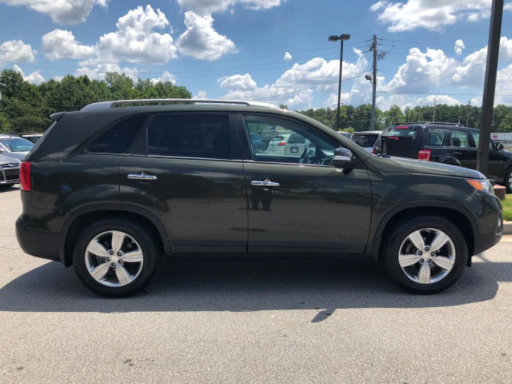 2013 Kia Sorento EX 2WD (5XYKU4A65DG) with an 2.4L L4 DOHC 16V engine, 6-Speed Automatic transmission, located at 4247 Buford Drive NE, Buford, GA, 30518, (678) 450-1000, 34.086857, -83.993004 - Photo #9
