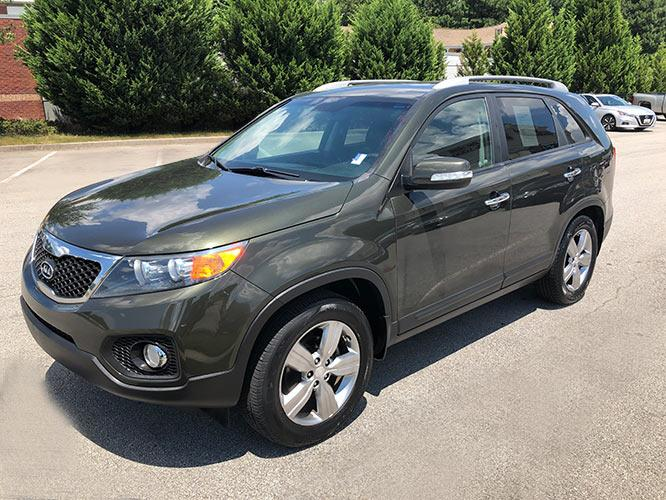 2013 Kia Sorento EX 2WD (5XYKU4A65DG) with an 2.4L L4 DOHC 16V engine, 6-Speed Automatic transmission, located at 4247 Buford Drive NE, Buford, GA, 30518, (678) 450-1000, 34.086857, -83.993004 - Photo #2