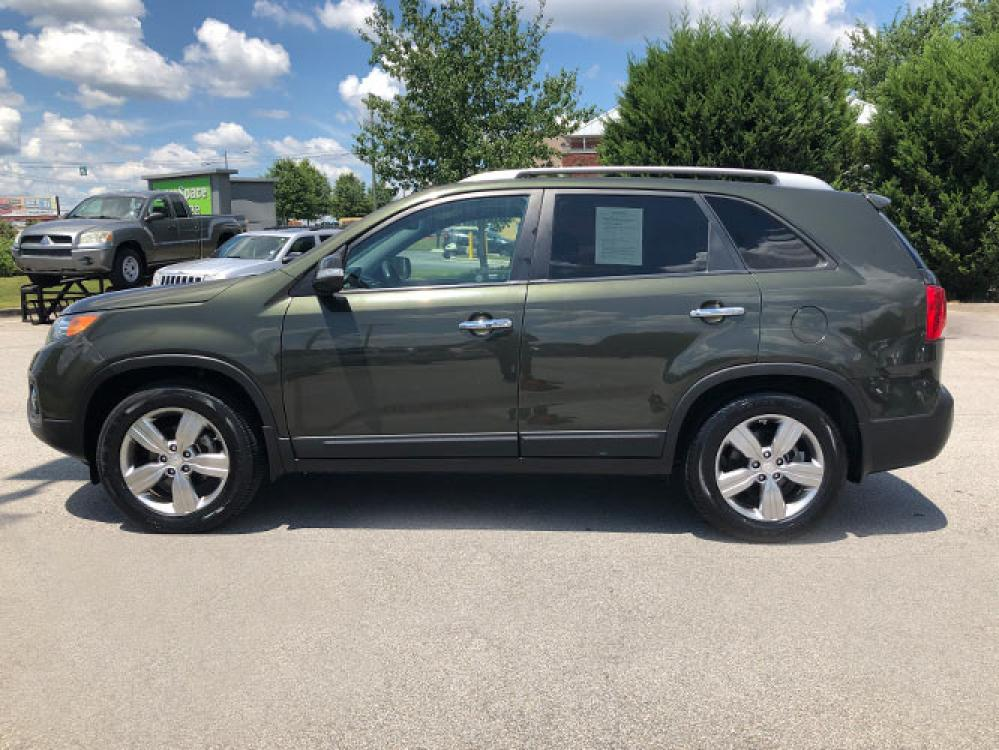 2013 Kia Sorento EX 2WD (5XYKU4A65DG) with an 2.4L L4 DOHC 16V engine, 6-Speed Automatic transmission, located at 4247 Buford Drive NE, Buford, GA, 30518, (678) 450-1000, 34.086857, -83.993004 - Photo #3