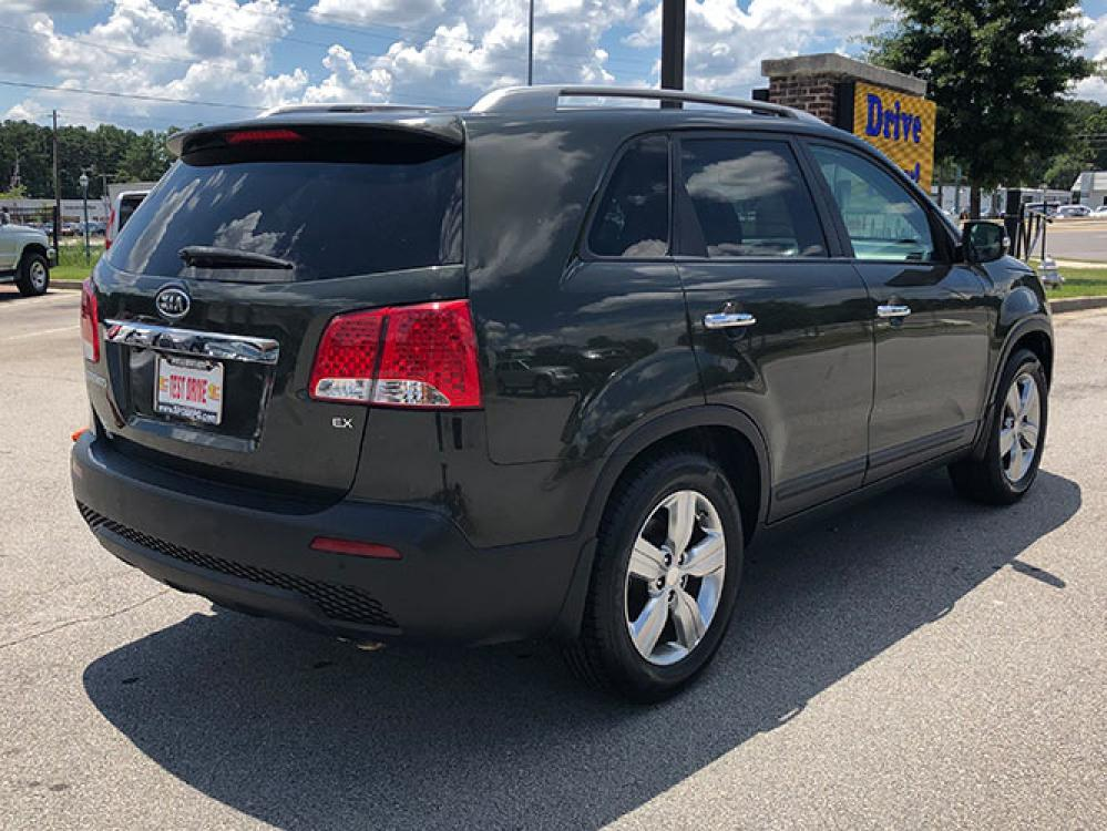 2013 Kia Sorento EX 2WD (5XYKU4A65DG) with an 2.4L L4 DOHC 16V engine, 6-Speed Automatic transmission, located at 4247 Buford Drive NE, Buford, GA, 30518, (678) 450-1000, 34.086857, -83.993004 - Photo #8