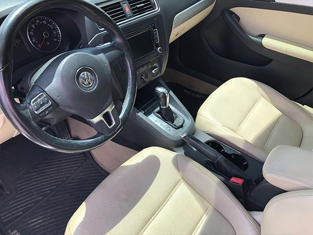 2014 Volkswagen Jetta SE (3VWD17AJXEM) with an 1.8L L4 DOHC 20V engine, located at 4247 Buford Drive NE, Buford, GA, 30518, (678) 450-1000, 34.086857, -83.993004 - Photo #11