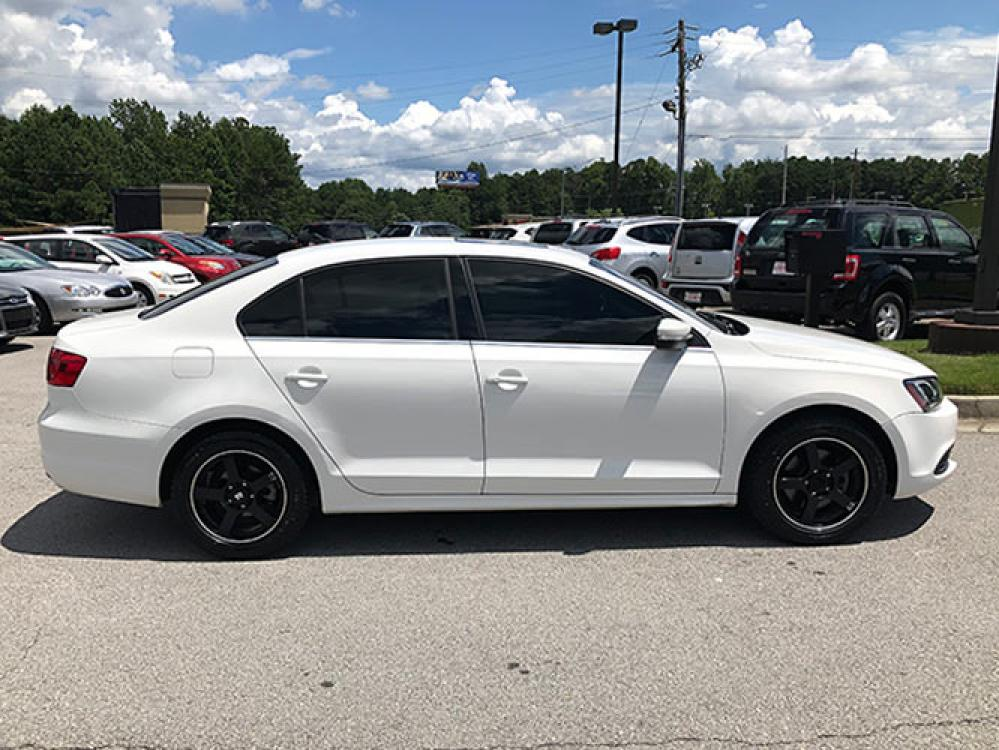 2014 Volkswagen Jetta SE (3VWD17AJXEM) with an 1.8L L4 DOHC 20V engine, located at 4247 Buford Drive NE, Buford, GA, 30518, (678) 450-1000, 34.086857, -83.993004 - Photo #7