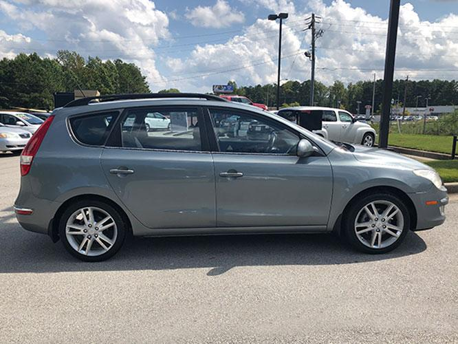 2010 Hyundai Elantra Touring GLS Automatic (KMHDC8AE0AU) with an 2.0L L4 DOHC 16V engine, 4-Speed Automatic transmission, located at 4247 Buford Drive NE, Buford, GA, 30518, (678) 450-1000, 34.086857, -83.993004 - Photo #8