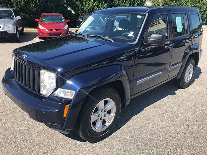 2012 Jeep Liberty Sport 4WD (1C4PJMAK7CW) with an 3.7L V6 SOHC 12V engine, 4-Speed Automatic transmission, located at 4247 Buford Drive NE, Buford, GA, 30518, (678) 450-1000, 34.086857, -83.993004 - Photo #2