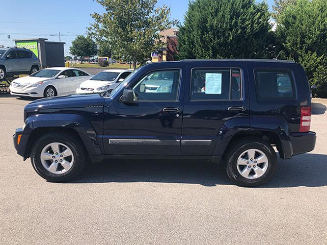 2012 Jeep Liberty Sport 4WD (1C4PJMAK7CW) with an 3.7L V6 SOHC 12V engine, 4-Speed Automatic transmission, located at 4247 Buford Drive NE, Buford, GA, 30518, (678) 450-1000, 34.086857, -83.993004 - Photo #3