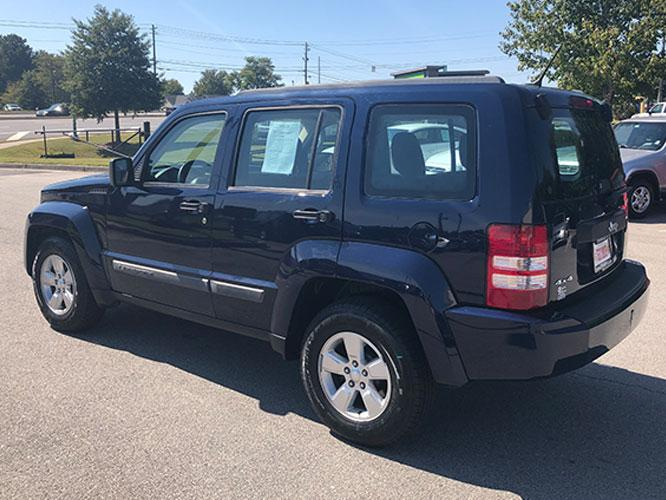 2012 Jeep Liberty Sport 4WD (1C4PJMAK7CW) with an 3.7L V6 SOHC 12V engine, 4-Speed Automatic transmission, located at 4247 Buford Drive NE, Buford, GA, 30518, (678) 450-1000, 34.086857, -83.993004 - Photo #4