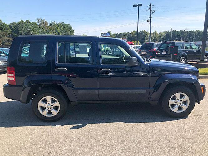 2012 Jeep Liberty Sport 4WD (1C4PJMAK7CW) with an 3.7L V6 SOHC 12V engine, 4-Speed Automatic transmission, located at 4247 Buford Drive NE, Buford, GA, 30518, (678) 450-1000, 34.086857, -83.993004 - Photo #7
