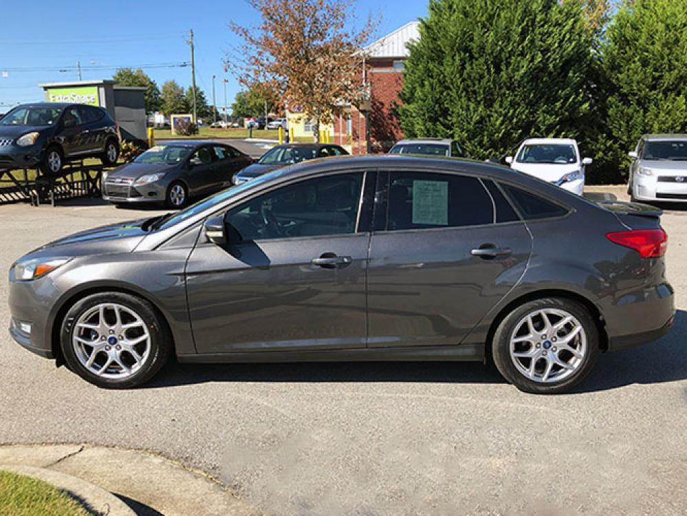 2015 Ford Focus SE Sedan (1FADP3F24FL) with an 2.0L L4 DOHC 16V engine, located at 4247 Buford Drive NE, Buford, GA, 30518, (678) 450-1000, 34.086857, -83.993004 - Photo #3