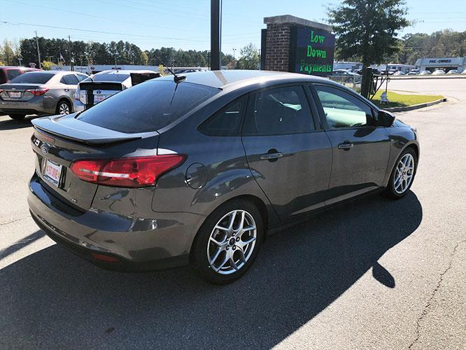 2015 Ford Focus SE Sedan (1FADP3F24FL) with an 2.0L L4 DOHC 16V engine, located at 4247 Buford Drive NE, Buford, GA, 30518, (678) 450-1000, 34.086857, -83.993004 - Photo #5