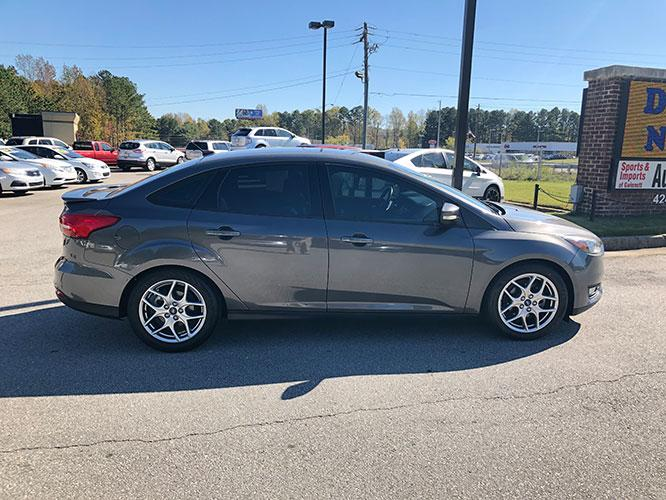 2015 Ford Focus SE Sedan (1FADP3F24FL) with an 2.0L L4 DOHC 16V engine, located at 4247 Buford Drive NE, Buford, GA, 30518, (678) 450-1000, 34.086857, -83.993004 - Photo #6