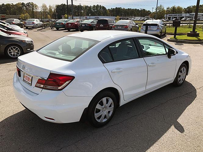 2014 Honda Civic LX Sedan CVT (19XFB2F5XEE) with an 1.8L L4 SOHC 16V engine, Continuously Variable Transmission transmission, located at 4247 Buford Drive NE, Buford, GA, 30518, (678) 450-1000, 34.086857, -83.993004 - Photo #6