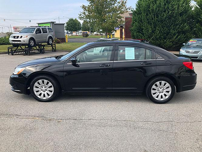 2014 Chrysler 200 LX (1C3CCBAB4EN) with an 2.4L L4 DOHC 16V engine, 6-Speed Automatic transmission, located at 4247 Buford Drive NE, Buford, GA, 30518, (678) 450-1000, 34.086857, -83.993004 - Photo #3