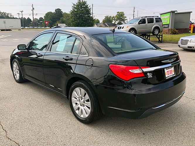 2014 Chrysler 200 LX (1C3CCBAB4EN) with an 2.4L L4 DOHC 16V engine, 6-Speed Automatic transmission, located at 4247 Buford Drive NE, Buford, GA, 30518, (678) 450-1000, 34.086857, -83.993004 - Photo #4