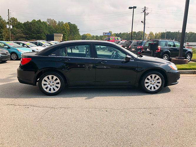 2014 Chrysler 200 LX (1C3CCBAB4EN) with an 2.4L L4 DOHC 16V engine, 6-Speed Automatic transmission, located at 4247 Buford Drive NE, Buford, GA, 30518, (678) 450-1000, 34.086857, -83.993004 - Photo #7