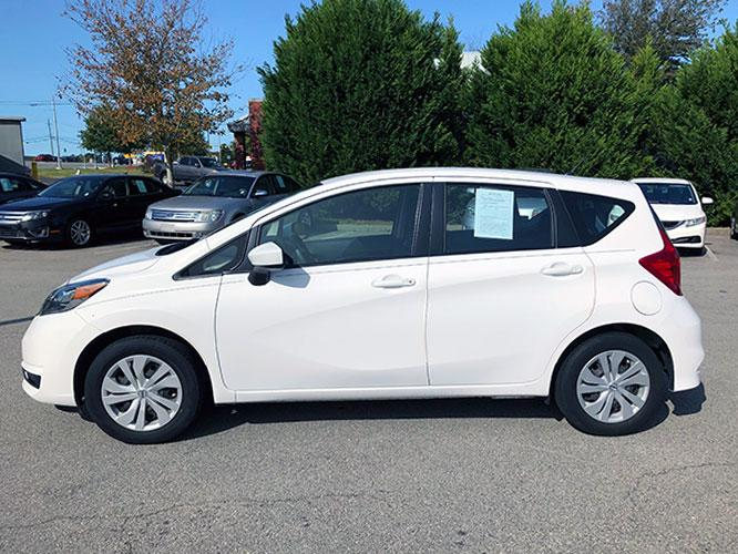 2017 Nissan Versa Note S Plus (3N1CE2CPXHL) with an 1.6L L4 DOHC 16V engine, CVT transmission, located at 4247 Buford Drive NE, Buford, GA, 30518, (678) 450-1000, 34.086857, -83.993004 - Photo #3
