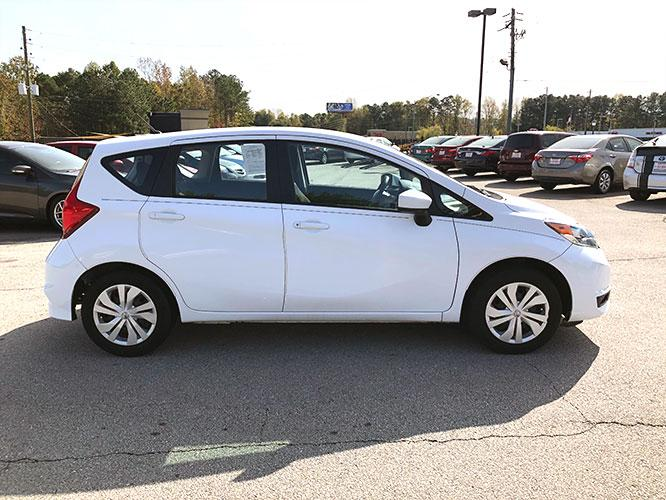 2017 Nissan Versa Note S Plus (3N1CE2CPXHL) with an 1.6L L4 DOHC 16V engine, CVT transmission, located at 4247 Buford Drive NE, Buford, GA, 30518, (678) 450-1000, 34.086857, -83.993004 - Photo #6