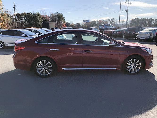 2016 Hyundai Sonata Sport (5NPE34AF6GH) with an 2.4L L4 DOHC 16V engine, 6A transmission, located at 4247 Buford Drive NE, Buford, GA, 30518, (678) 450-1000, 34.086857, -83.993004 - Photo #7