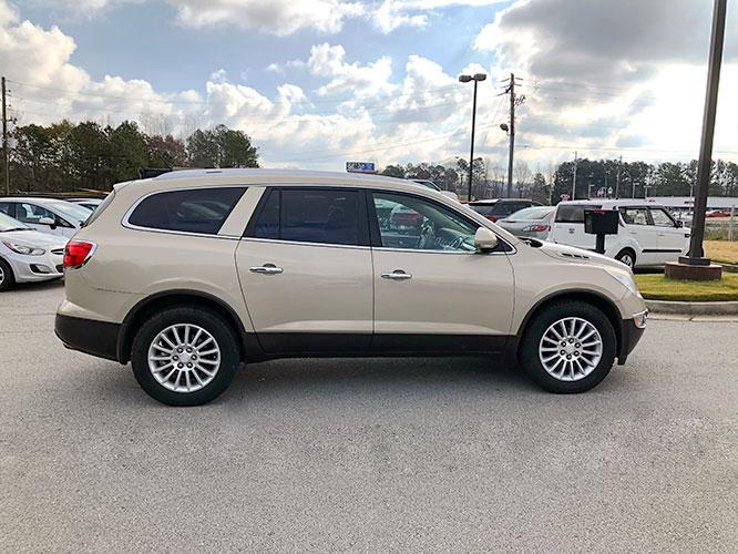 2012 Buick Enclave Leather AWD (5GAKVCED9CJ) with an 3.6L V6 DOHC 24V engine, 6-Speed Automatic Overdrive transmission, located at 4247 Buford Drive NE, Buford, GA, 30518, (678) 450-1000, 34.086857, -83.993004 - Photo #8