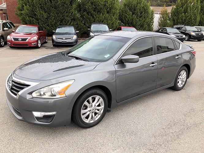 2014 Nissan Altima 2.5 SL (1N4AL3AP8EC) with an 2.5L L4 DOHC 16V engine, Continuously Variable Transmission transmission, located at 4247 Buford Drive NE, Buford, GA, 30518, (678) 450-1000, 34.086857, -83.993004 - Photo #2