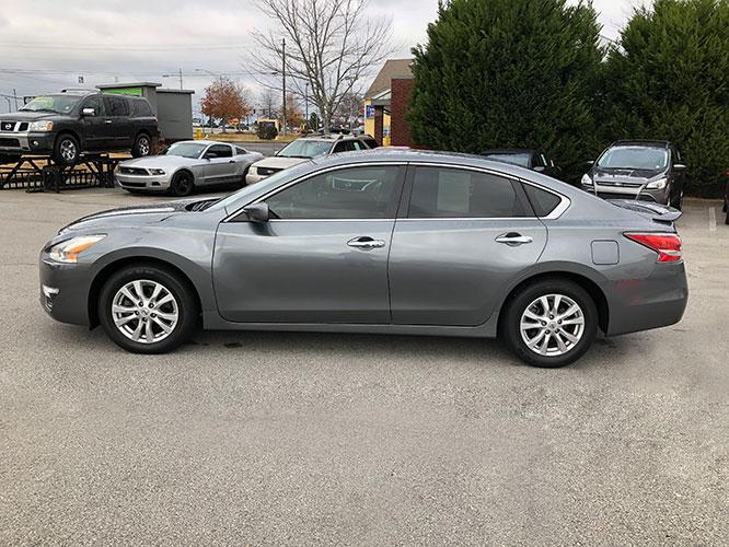 2014 Nissan Altima 2.5 SL (1N4AL3AP8EC) with an 2.5L L4 DOHC 16V engine, Continuously Variable Transmission transmission, located at 4247 Buford Drive NE, Buford, GA, 30518, (678) 450-1000, 34.086857, -83.993004 - Photo #3