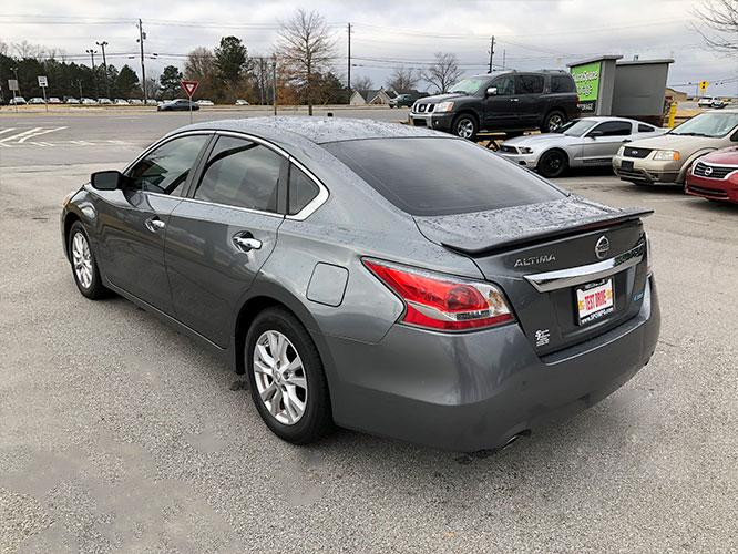 2014 Nissan Altima 2.5 SL (1N4AL3AP8EC) with an 2.5L L4 DOHC 16V engine, Continuously Variable Transmission transmission, located at 4247 Buford Drive NE, Buford, GA, 30518, (678) 450-1000, 34.086857, -83.993004 - Photo #4