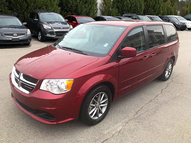 2016 Dodge Grand Caravan SE (2C4RDGBG9GR) with an 3.6L V6 DOHC 24V engine, 6A transmission, located at 4247 Buford Drive NE, Buford, GA, 30518, (678) 450-1000, 34.086857, -83.993004 - Photo #2
