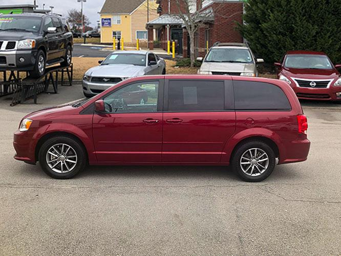 2016 Dodge Grand Caravan SE (2C4RDGBG9GR) with an 3.6L V6 DOHC 24V engine, 6A transmission, located at 4247 Buford Drive NE, Buford, GA, 30518, (678) 450-1000, 34.086857, -83.993004 - Photo #3
