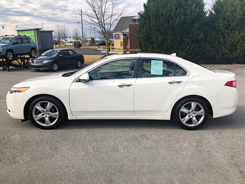 2011 Acura TSX 5-Speed AT with Tech Package (JH4CU2F68BC) with an 2.4L L4 DOHC 16V engine, 5-Speed Automatic transmission, located at 4247 Buford Drive NE, Buford, GA, 30518, (678) 450-1000, 34.086857, -83.993004 - Photo #3
