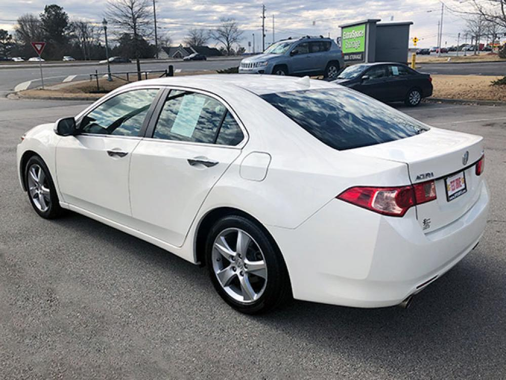 2011 Acura TSX 5-Speed AT with Tech Package (JH4CU2F68BC) with an 2.4L L4 DOHC 16V engine, 5-Speed Automatic transmission, located at 4247 Buford Drive NE, Buford, GA, 30518, (678) 450-1000, 34.086857, -83.993004 - Photo #4