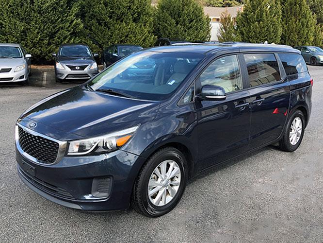 2015 Kia Sedona LX (KNDMB5C13F6) with an 3.3L V6 DOHC 24V engine, 6-Speed Automatic transmission, located at 4247 Buford Drive NE, Buford, GA, 30518, (678) 450-1000, 34.086857, -83.993004 - Photo #2
