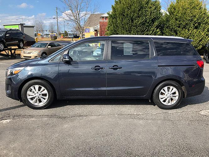 2015 Kia Sedona LX (KNDMB5C13F6) with an 3.3L V6 DOHC 24V engine, 6-Speed Automatic transmission, located at 4247 Buford Drive NE, Buford, GA, 30518, (678) 450-1000, 34.086857, -83.993004 - Photo #3