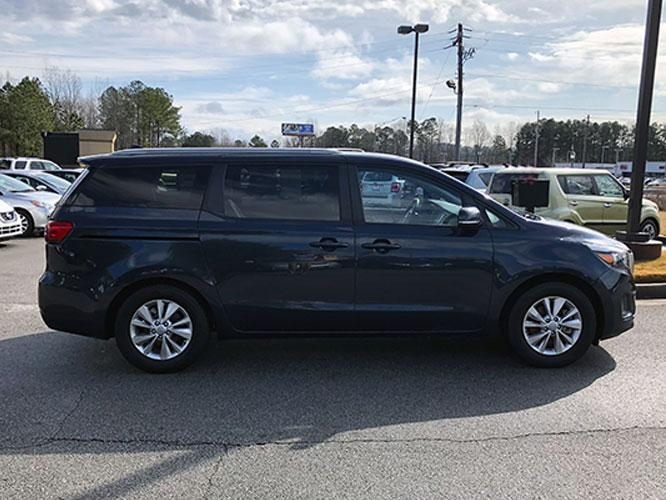 2015 Kia Sedona LX (KNDMB5C13F6) with an 3.3L V6 DOHC 24V engine, 6-Speed Automatic transmission, located at 4247 Buford Drive NE, Buford, GA, 30518, (678) 450-1000, 34.086857, -83.993004 - Photo #9