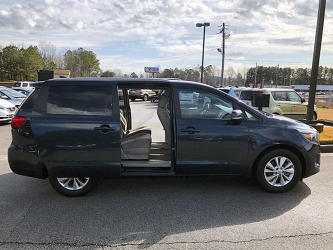 2015 Kia Sedona LX (KNDMB5C13F6) with an 3.3L V6 DOHC 24V engine, 6-Speed Automatic transmission, located at 4247 Buford Drive NE, Buford, GA, 30518, (678) 450-1000, 34.086857, -83.993004 - Photo #10