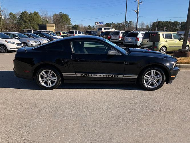 2010 Ford Mustang V6 Coupe (1ZVBP8ANXA5) with an 4.0L V6 OHC 12V engine, located at 4247 Buford Drive NE, Buford, GA, 30518, (678) 450-1000, 34.086857, -83.993004 - Photo #7