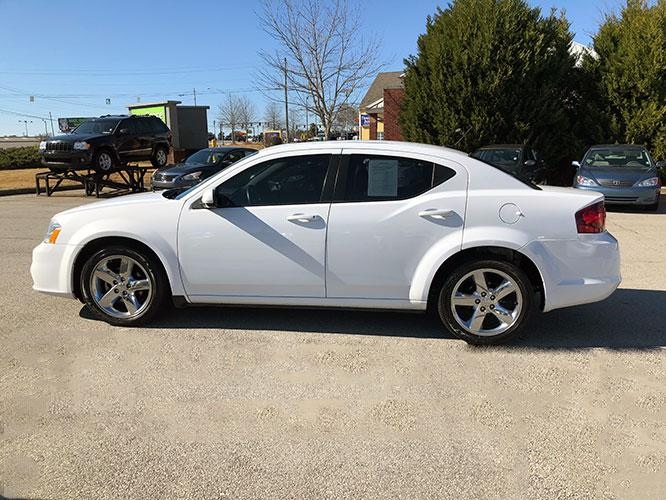 2014 Dodge Avenger SXT (1C3CDZCB1EN) with an 2.4L L4 DOHC 16V engine, 6-Speed Automatic transmission, located at 4247 Buford Drive NE, Buford, GA, 30518, (678) 450-1000, 34.086857, -83.993004 - Photo #2