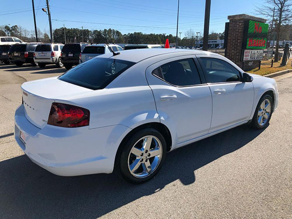 2014 Dodge Avenger SXT (1C3CDZCB1EN) with an 2.4L L4 DOHC 16V engine, 6-Speed Automatic transmission, located at 4247 Buford Drive NE, Buford, GA, 30518, (678) 450-1000, 34.086857, -83.993004 - Photo #5