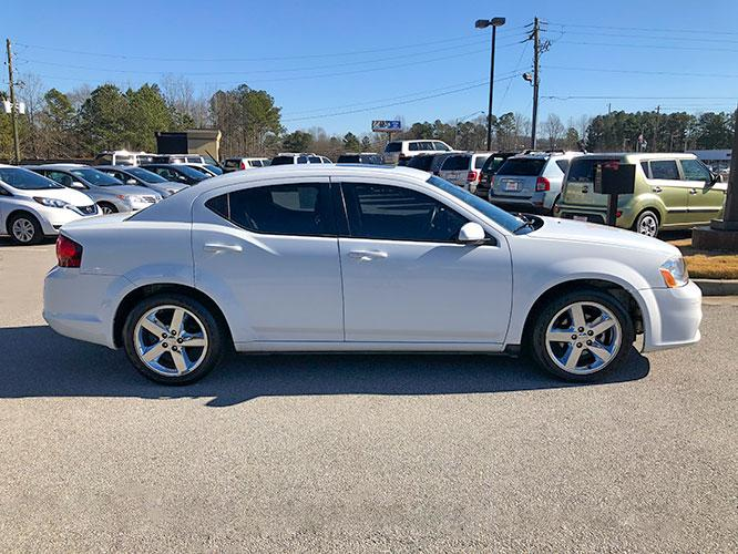 2014 Dodge Avenger SXT (1C3CDZCB1EN) with an 2.4L L4 DOHC 16V engine, 6-Speed Automatic transmission, located at 4247 Buford Drive NE, Buford, GA, 30518, (678) 450-1000, 34.086857, -83.993004 - Photo #6