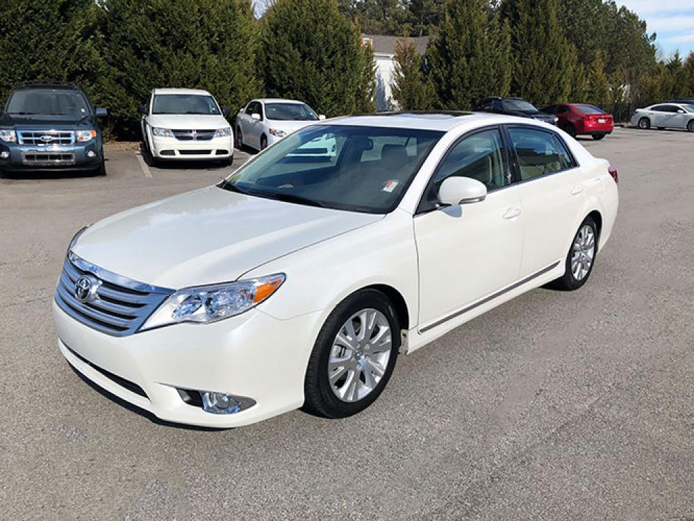 2011 Toyota Avalon Base (4T1BK3DB9BU) with an 3.5L V6 DOHC 24V engine, 6-Speed Automatic transmission, located at 4247 Buford Drive NE, Buford, GA, 30518, (678) 450-1000, 34.086857, -83.993004 - Photo #2