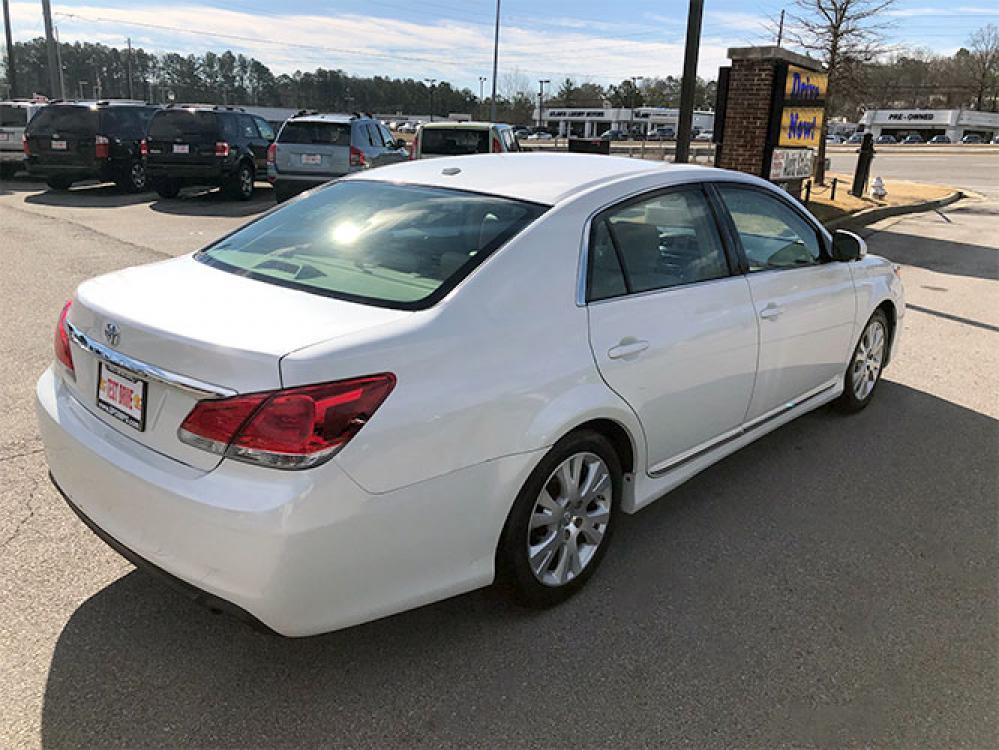2011 Toyota Avalon Base (4T1BK3DB9BU) with an 3.5L V6 DOHC 24V engine, 6-Speed Automatic transmission, located at 4247 Buford Drive NE, Buford, GA, 30518, (678) 450-1000, 34.086857, -83.993004 - Photo #6