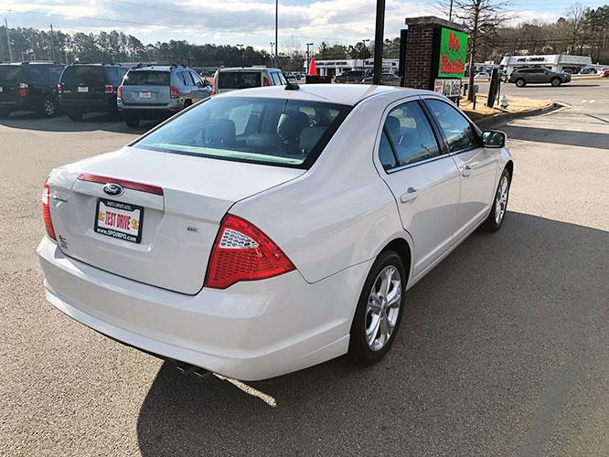 2012 Ford Fusion SE (3FAHP0HA5CR) with an 2.5L L4 DOHC 16V engine, located at 4247 Buford Drive NE, Buford, GA, 30518, (678) 450-1000, 34.086857, -83.993004 - Photo #6