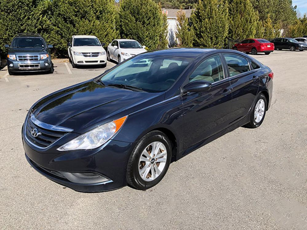2014 Hyundai Sonata GLS (5NPEB4AC7EH) with an 2.4L L4 DOHC 16V engine, 6-Speed Automatic transmission, located at 4247 Buford Drive NE, Buford, GA, 30518, (678) 450-1000, 34.086857, -83.993004 - Photo #2